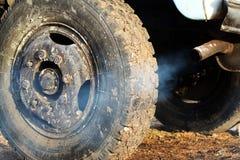 gammalt rør för bilavgasrör Arkivfoton