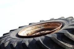 gammalt rubber hjul för stor diameter arkivbild