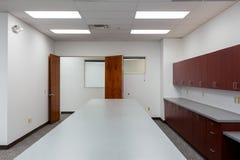 Gammalt rum för kontorstillförsel Arkivbild