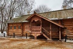Gammalt ryskt trähus, Kolomenskoe, Moskva Arkivfoto