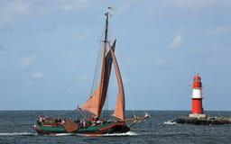 Gammalt seglingskepp på Hansesail 2014 (02) Royaltyfri Bild