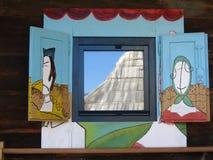 gammalt serbiskt fönster Arkivbild