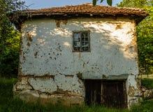 Gammalt serbiskt lantligt hus Royaltyfria Bilder