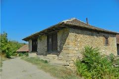 Gammalt serbiskt stenhus Arkivbilder