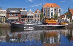 Gammalt skepp i en kanal i Zwolle Royaltyfria Bilder