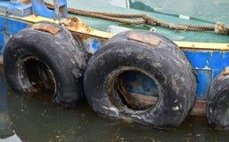 Gammalt skepp och gummihjul Fotografering för Bildbyråer