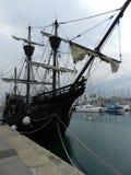Gammalt skepp på den Barcelona yachtklubban Royaltyfri Foto