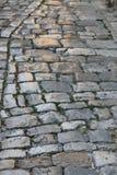 Gammalt skinande stenar trottoar arkivfoton