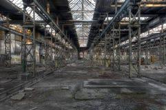 Gammalt skjul i en fabrik Arkivfoto