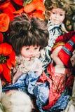 Gammalt skräp behandla som ett barn - dockan Fotografering för Bildbyråer