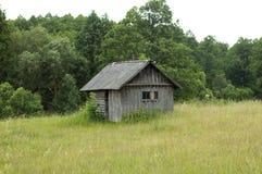 gammalt skröpligt hus Arkivfoto