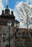 Gammalt slott och en lykta Royaltyfri Foto