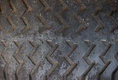 Gammalt slut för bilgummihjul upp Royaltyfri Bild