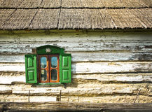 gammalt slutarefönster Arkivbild