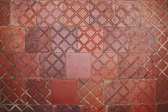 Gammalt smutsa ner den förstörda röda tegelplattan som en bakgrund bakgrund 3d framför texturväggen Royaltyfria Foton
