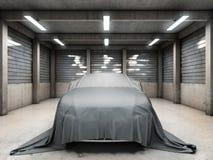 Gammalt smutsa ner garaget med bilen Arkivfoto