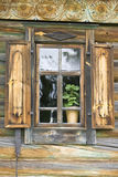 Gammalt snidit fönster Royaltyfri Fotografi