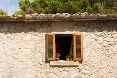 Gammalt spanjorstilfönster Royaltyfri Foto
