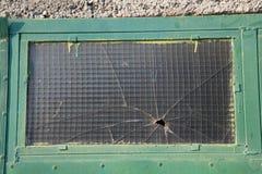 Gammalt splittrat fönster Fotografering för Bildbyråer