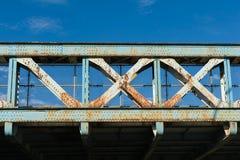 Gammalt stålsätta överbryggar Arkivbild