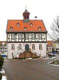 Gammalt stadshus i dåliga Vilbel germany fotografering för bildbyråer