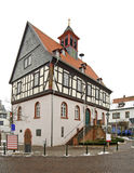 Gammalt stadshus i dåliga Vilbel germany arkivfoto