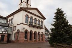 Gammalt stadshus i stad Royaltyfri Bild