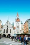 Gammalt stadshus på Marienplarz Royaltyfria Bilder