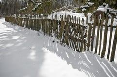 Gammalt staket med snö Royaltyfri Fotografi