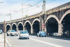 Gammalt stena marina f?r den portbroArchi dellaen i Catania, Sicilien, Italien fotografering för bildbyråer