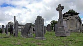 Gammalt stenkors på grav i Skottland arkivfilmer