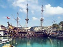 Gammalt stort skepp i port av Genua Royaltyfri Fotografi