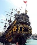 Gammalt stort skepp i port av Genua Arkivbilder