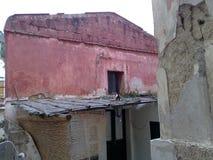 Gammalt stugahus i Italien Royaltyfria Bilder