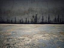 Gammalt svart cementgolv arkivbilder