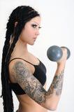 gammalt tatuerat kvinnabarn för hantlar Royaltyfri Foto