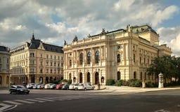 Gammalt teaterhus i Liberec i Tjeckien royaltyfria foton