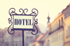 gammalt tecken för hotell Royaltyfri Foto