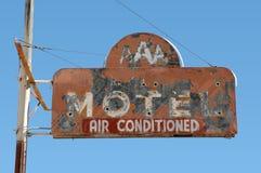 gammalt tecken för motell Arkivbild