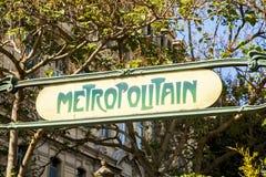 Gammalt tecken för Paris tunnelbana Arkivfoto