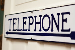 Gammalt tecken för tidtelefonrum Royaltyfri Foto
