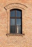 Gammalt tegelstenbyggnad och fönster royaltyfria foton