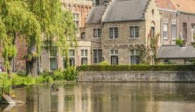 Gammalt tegelstenhus i Bruges, Belgien Royaltyfri Fotografi