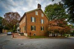 Gammalt tegelstenhus i den gamla Salem Historic District, i Winston-S Royaltyfri Bild