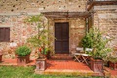 Gammalt tegelstenhus i Tuscany Arkivbild