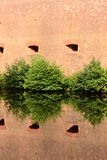 Gammalt tegelstenstaket Fotografering för Bildbyråer