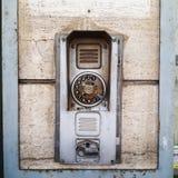 Gammalt telefonbås i sydliga Italien Fotografering för Bildbyråer