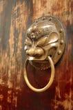 gammalt tempel för kinesisk dörr arkivbild