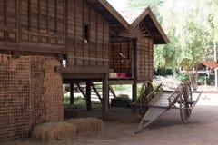 gammalt thai för hus Arkivfoton