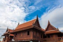 Gammalt thai hus tre Arkivbild